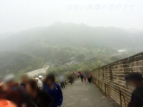 万里の長城の傾斜は相当キツイ