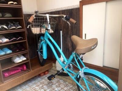玄関に自転車を置いてみる