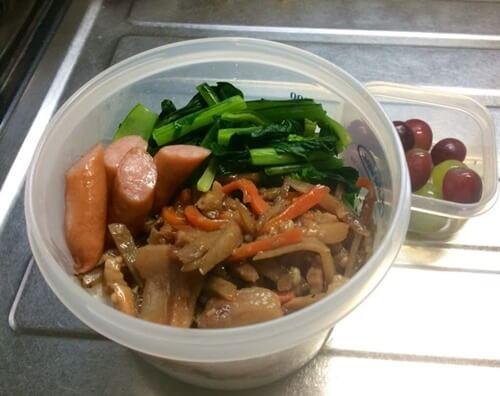 豚肉キンピラ・小松菜・ウィンナーの丼弁当