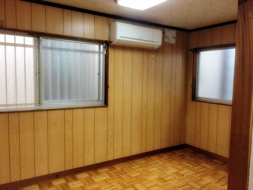 昭和感溢れる寝室