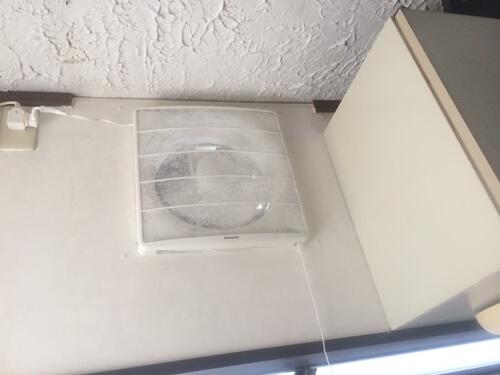 換気扇を設置する